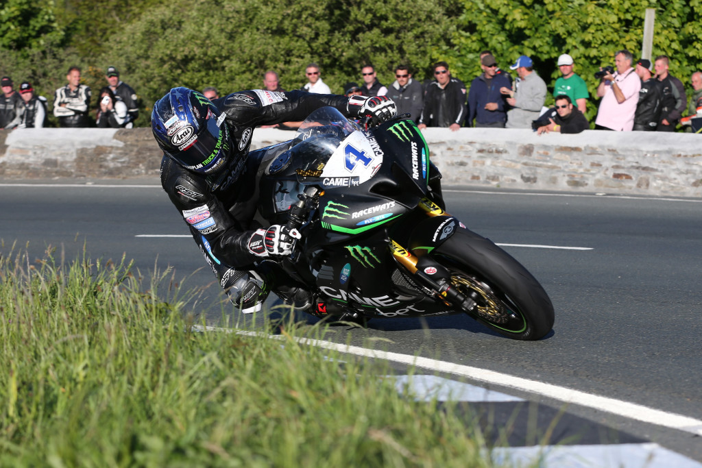 DAVE KNEEN/PACEMAKER PRESS, BELFAST: 02/06/2016: Ian Hutchinson (Yamaha - Came BPT Yamaha/Team Traction Control) at the Gooseneck during qualifying for Monster Energy Isle of Man TT.