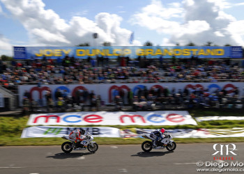 Diego Mola_DM_4963 Bruce Anstey and Lee Johnston in front of Joey Dunlop grandstand